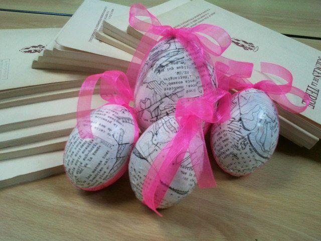 Le hérisson boîte à idées, les décorations de noël et les oeufs de Pâques.