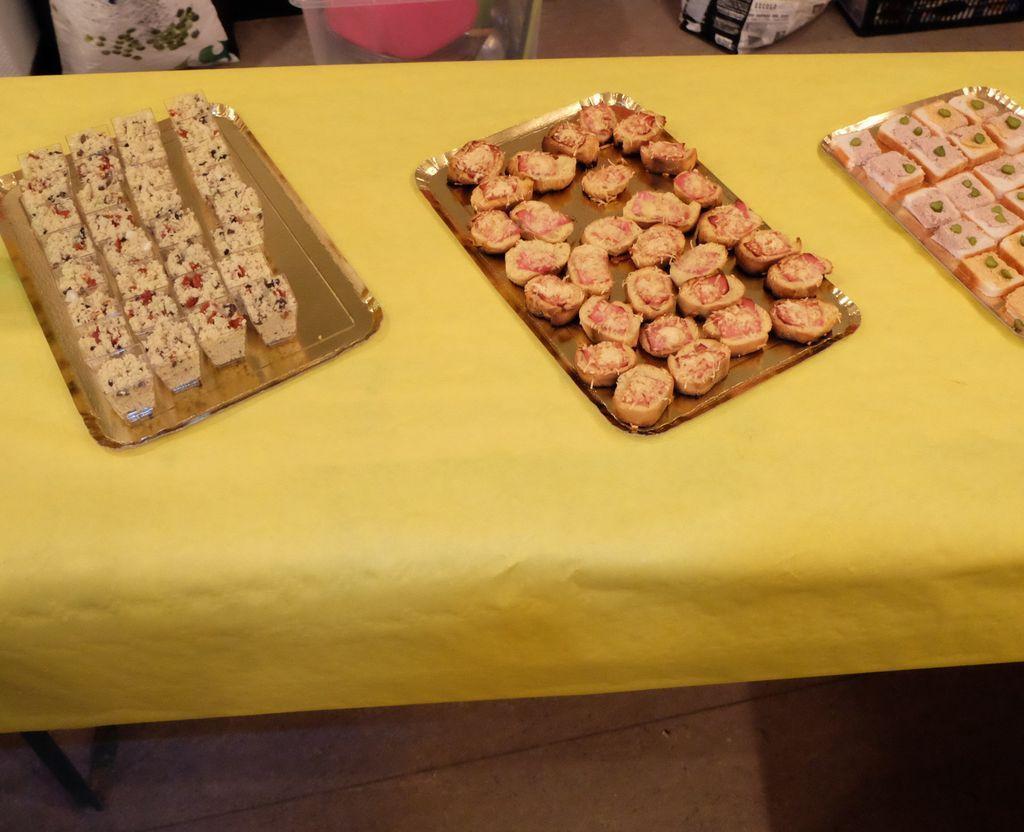L'association 9 Familles et Cie avait préparé le repas. ++++ aprés cette matinée liquide, du solide réjouissait le coeur et remplissait l'estomac des participants.