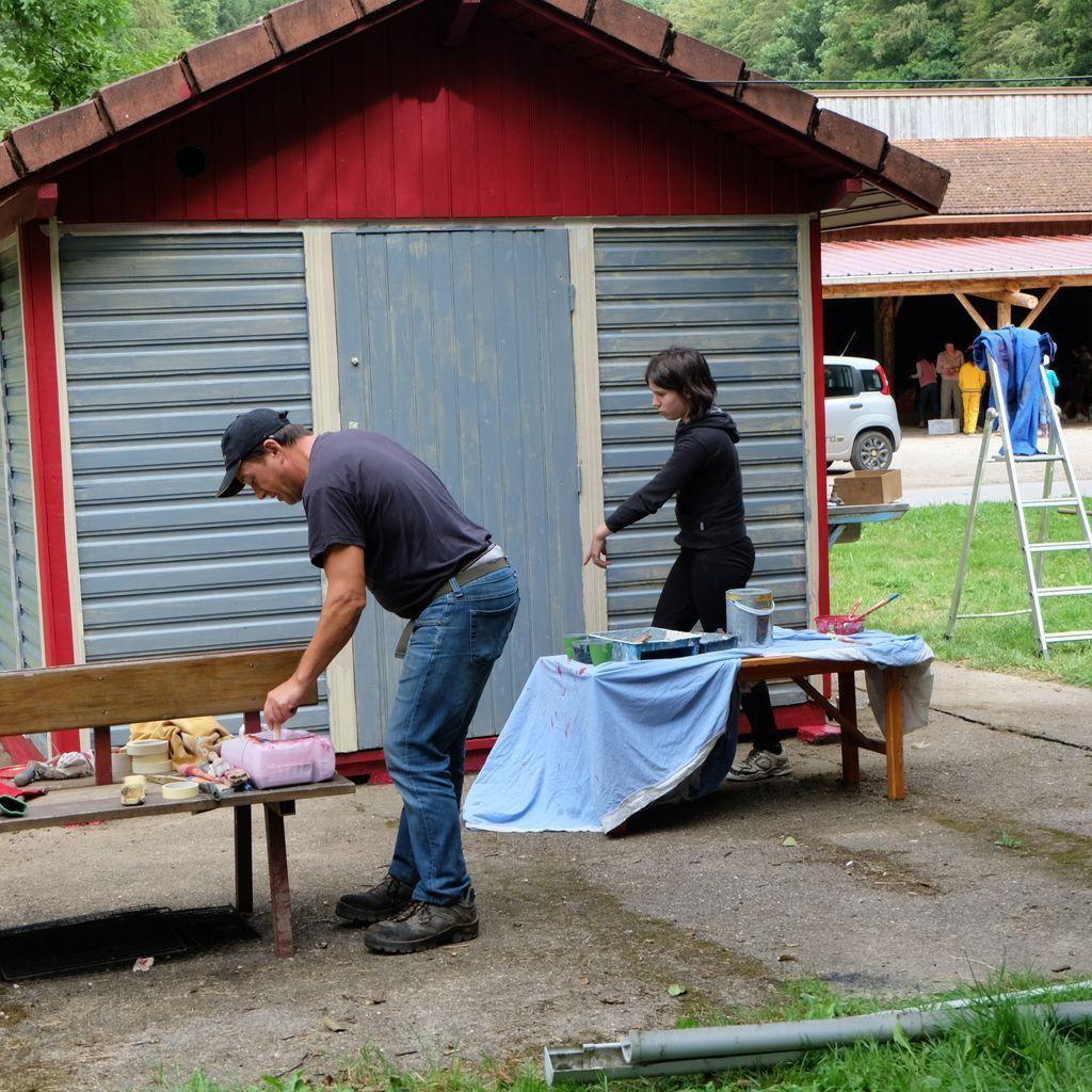 Entretien de la balustrade, peinture du chalet