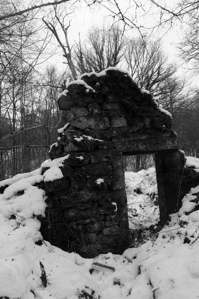 """""""Ne t'étourdis pas de lendemains, tu regardes l'hiver qui enjambe les plaies et ronge les fenêtres"""" René Char"""
