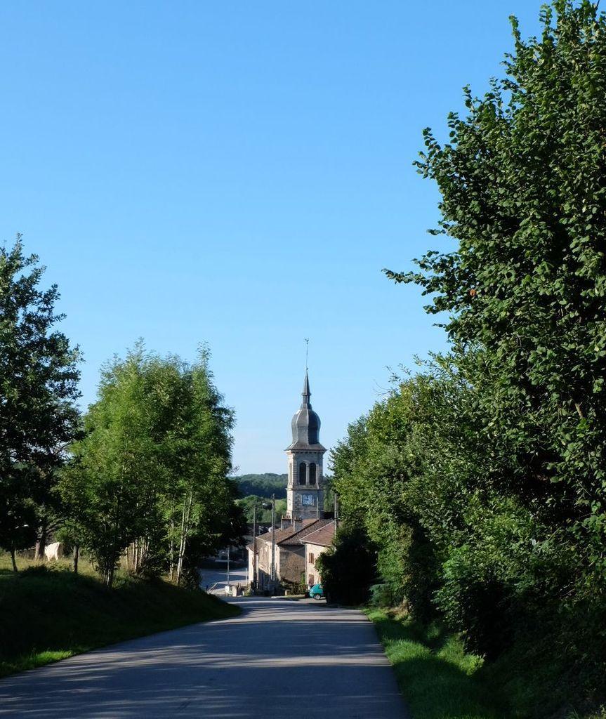 Ciel bleu avant la dégradation d'aujourd'hui. Le Village.