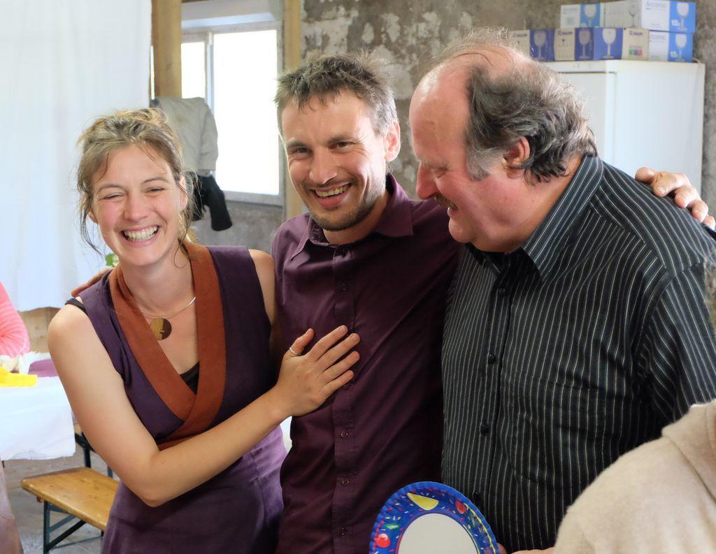 Mariage Pierre-Olivier et Aurélie, les deux divas Maryse et Huguette mortes sous la dent de Goupil, fabrication de yourtes, soirée bal folk, conférence sur le Tadjikistan,
