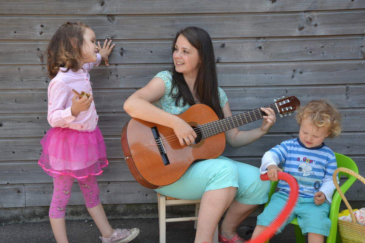 Chanter en famille: bonheur, complicité et apprentissage...