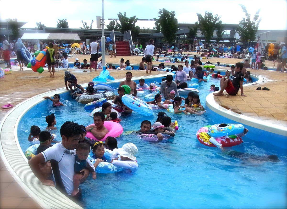 Eté : A la piscine de plein air