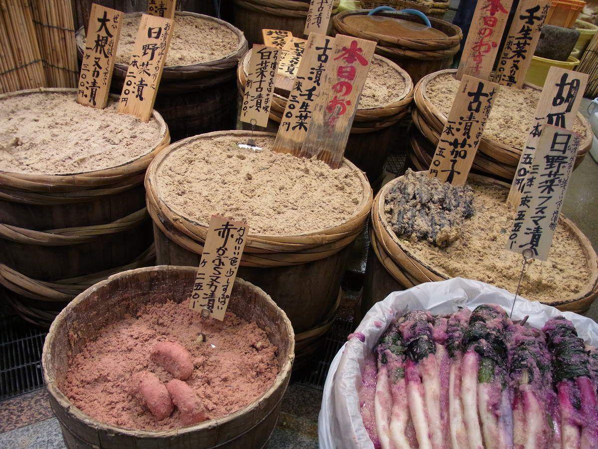 Les TSUKEMONO, salés, vinaigrés, qui accompagnent traditionnellement le riz