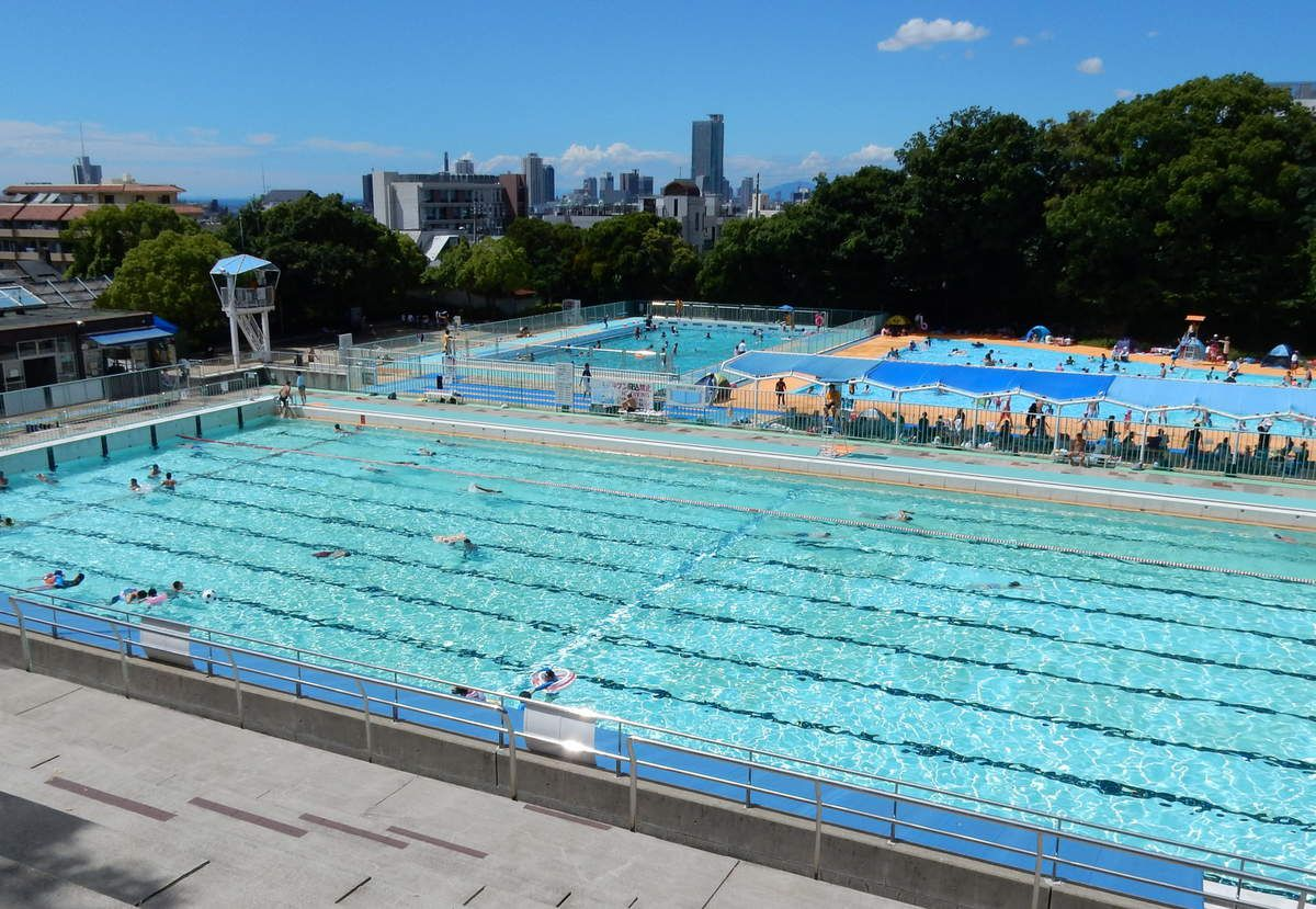 La piscine publique de 王子 (du Prince), à Kobé.