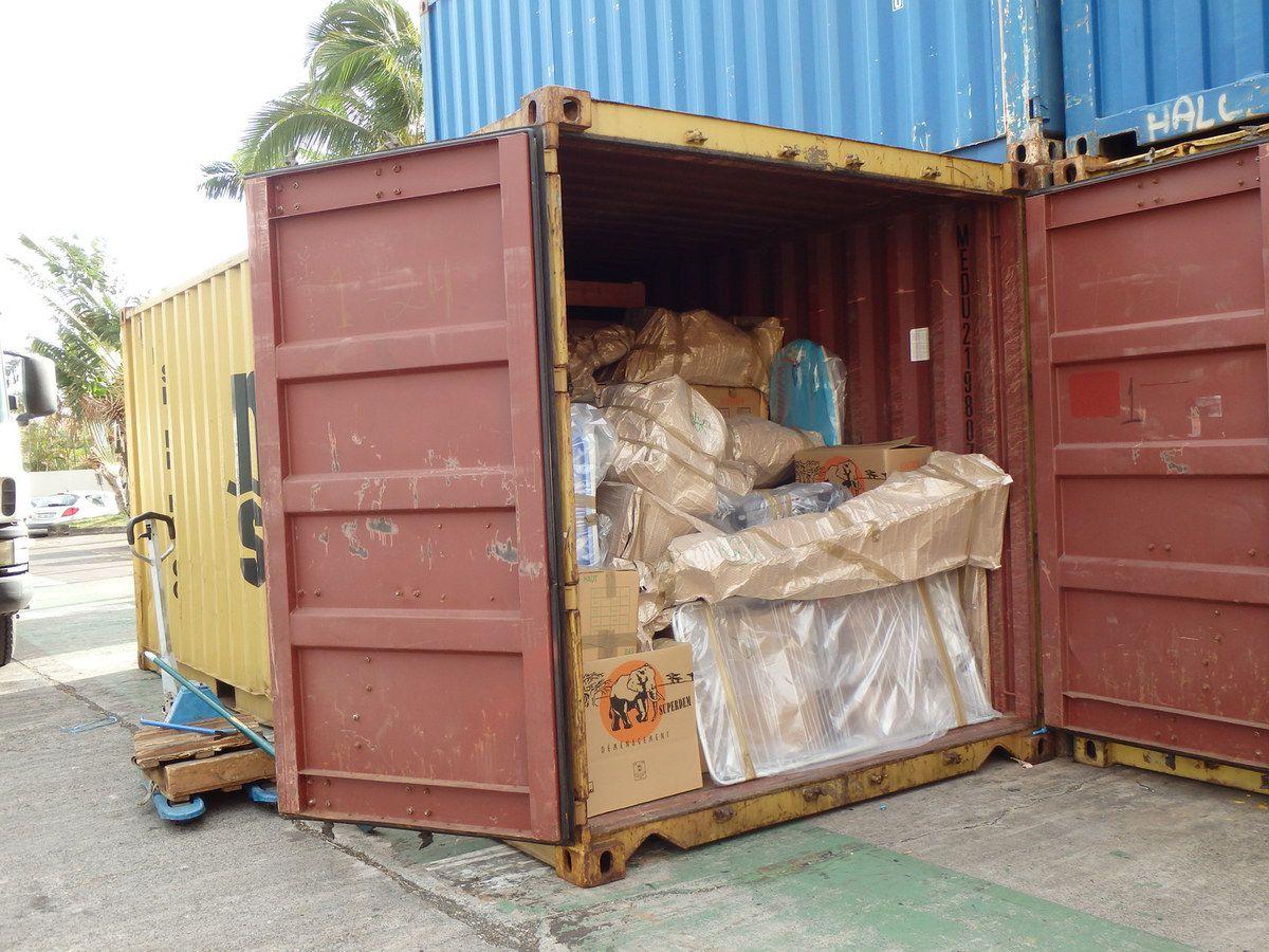 tel un paquet cadeau géant, le container livre ses surprises…