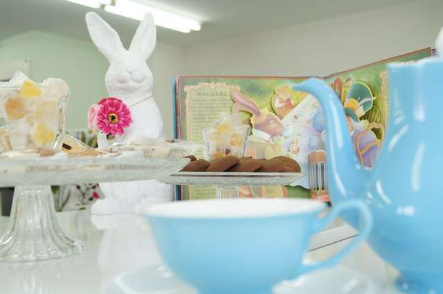 Tea Party Theme inspired by Alice's Adventures in Wonderland adds very specific dimension to the bridal shower