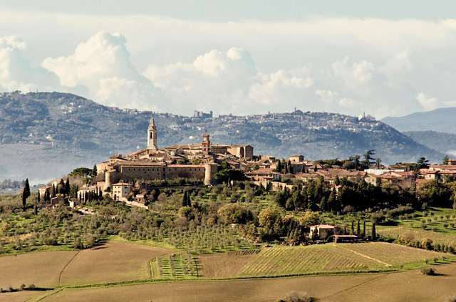 Tuscan scenery is a great inspiration for many romantic souls