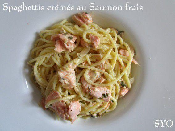 Spaghettis Crémés au Saumon frais et Herbes Aromatiques