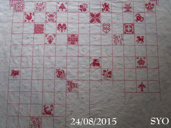 SAL : Plaid Broderie Rouge... Grille 14 / D2
