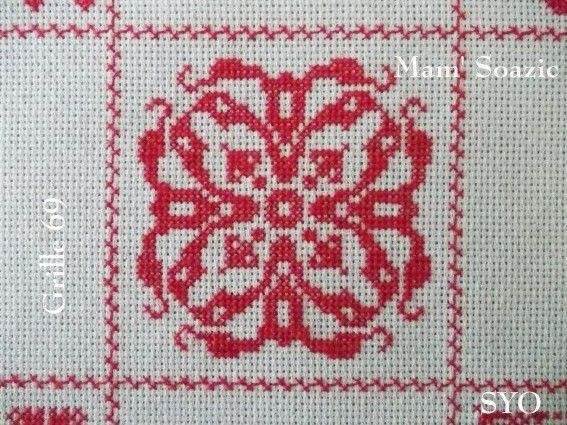 SAL : Plaid Broderie Rouge... Grille  69 / E9