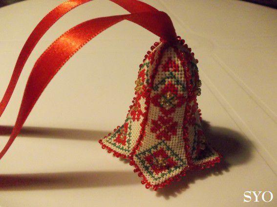 Une Clochette-Campanule brodée, pour décorer votre Sapin.