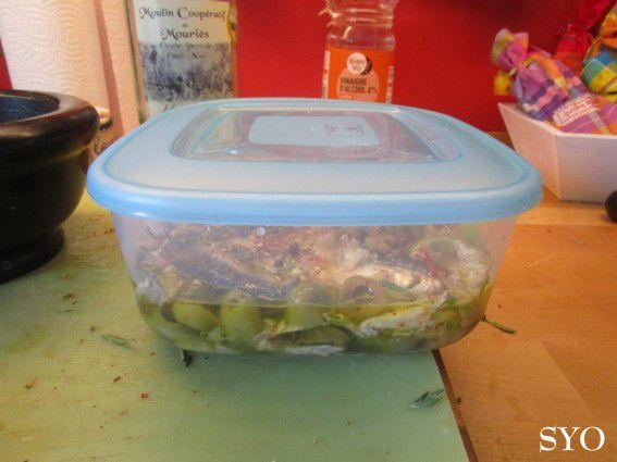 Sardines à l'huile, aux olives, herbes aromatiques et citron vert