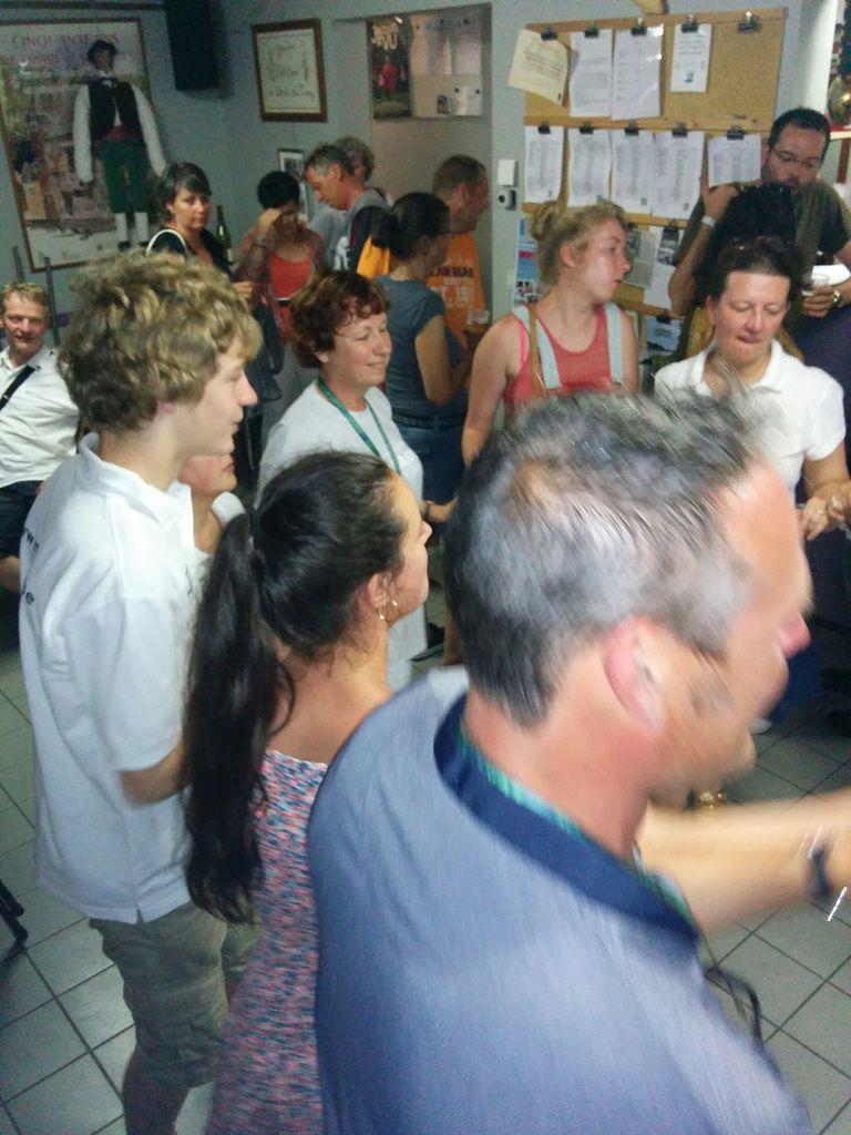 Ambiance avec les Suisses et les Bretons dans le local des Masuis
