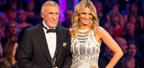 La saison 13 de &quot&#x3B;Strictly Come Dancing&quot&#x3B; signe son meilleur démarrage sur BBC1 et bat &quot&#x3B;The X-Factor&quot&#x3B; sur ITV1