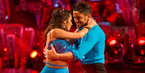 Audiences UK : &quot&#x3B;Strictly Come Dancing&quot&#x3B; écrase &quot&#x3B;The X-Factor&quot&#x3B; &#x3B; &quot&#x3B;Doctor Who&quot&#x3B; respire sans le rugby &#x3B; 8 millions d'anglais pour le &quot&#x3B;shocking moment&quot&#x3B; de &quot&#x3B;Downton Abbey&quot&#x3B;
