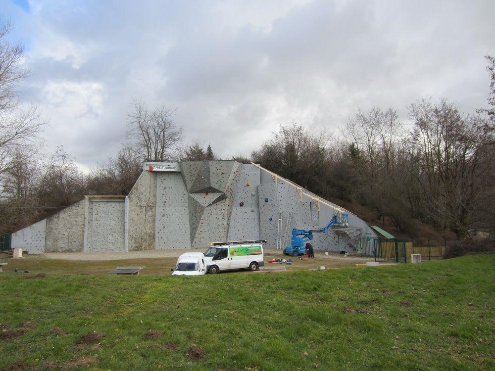 Un toit pour le mur