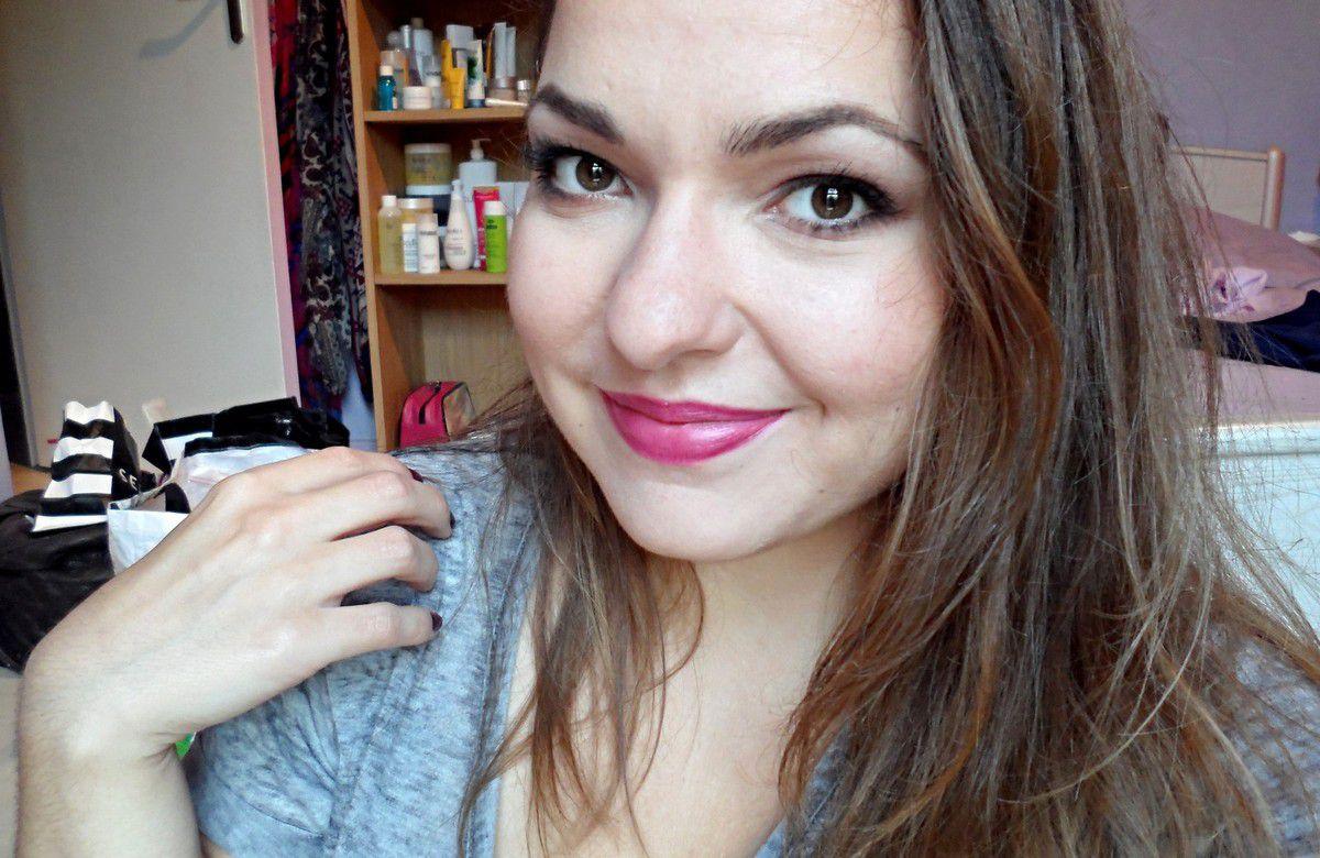 Comment porter du rouge à lèvre violet ?