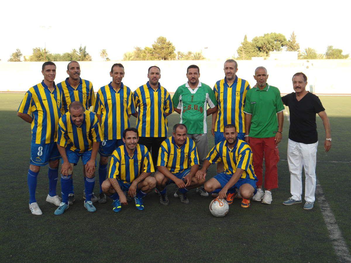 Le match du jour a opposé les vétérans des finances en blanc et Elnoudjoum en jaune et bleu.A noter la présence remarquée et appréciée des amis et des membres de la famille des défunts.