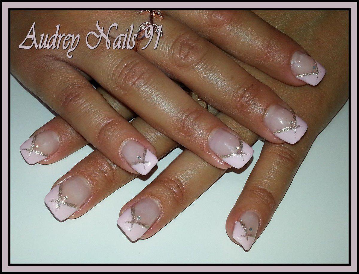 French en V rose pastel + liner or et strass
