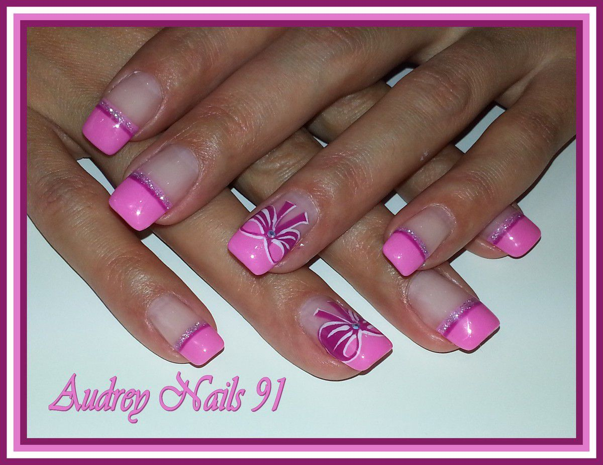French droite rose barbie + nail art noeuds roses et blancs