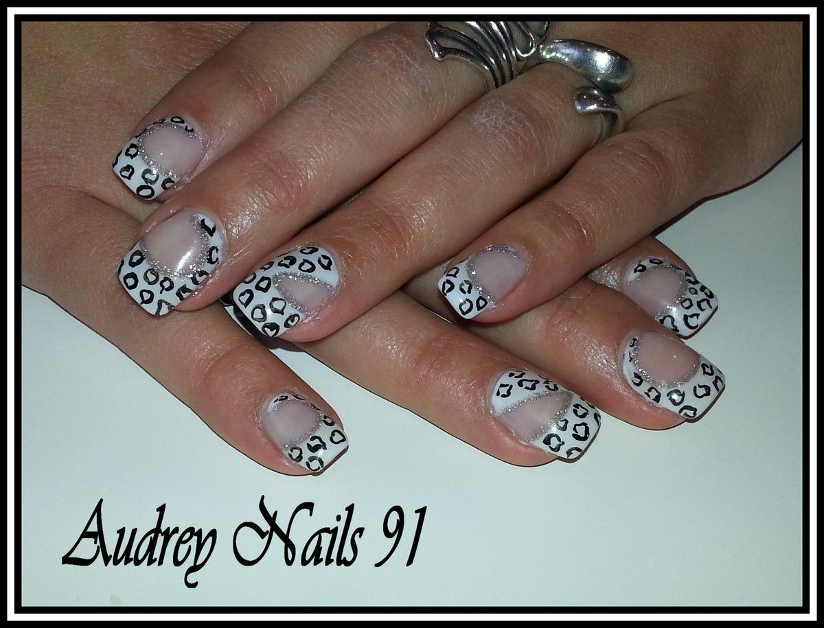 nail art panth re noir sur gel de couleur blanc paillet argent institut de beaut audrey. Black Bedroom Furniture Sets. Home Design Ideas