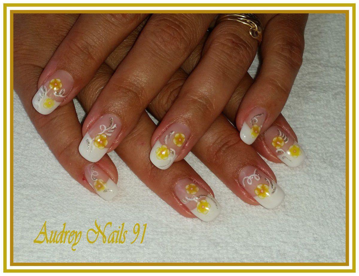 French blanche, déco en fimo (fleurs jaunes) + liner blanc et doré