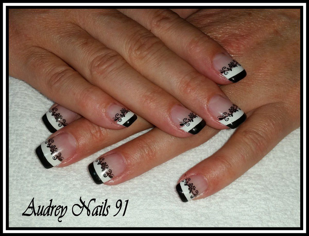 Double french blanche et noire + stamping lierre blanc
