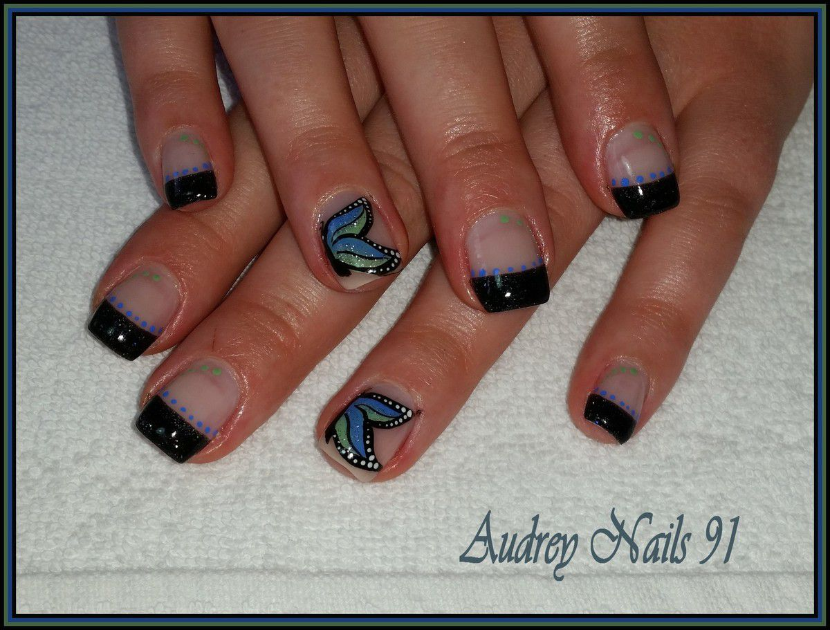 French scintillant noir + nail art papillon bleu vert