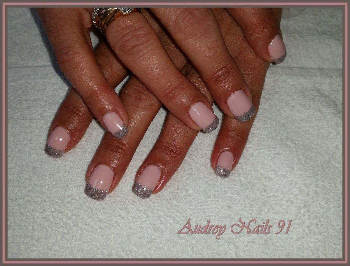 Gel de couleur Urban chic + french en gel scintillant argent