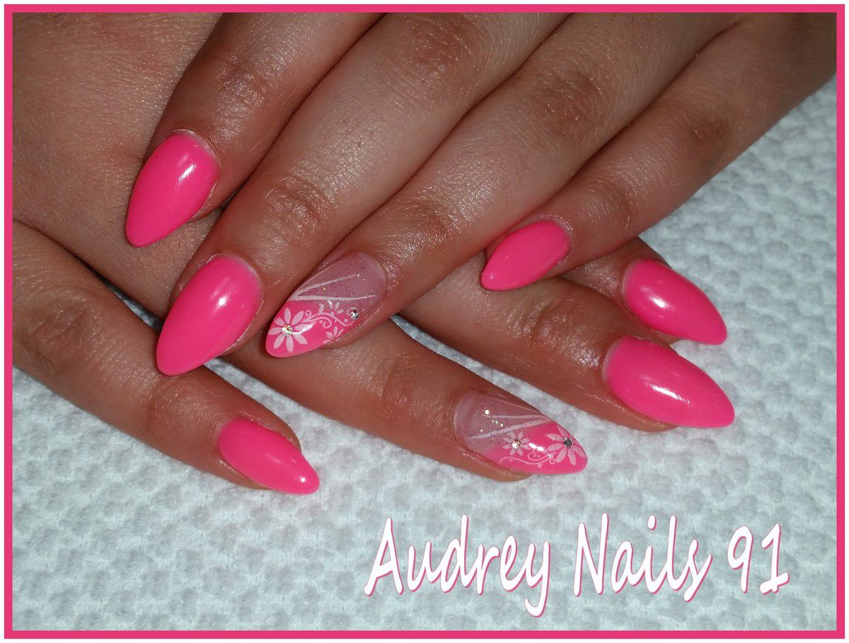 Institut de beaut audrey nails 91 pose d 39 ongles en gel uv nail art pilations soins du - Photo ongle gel ...