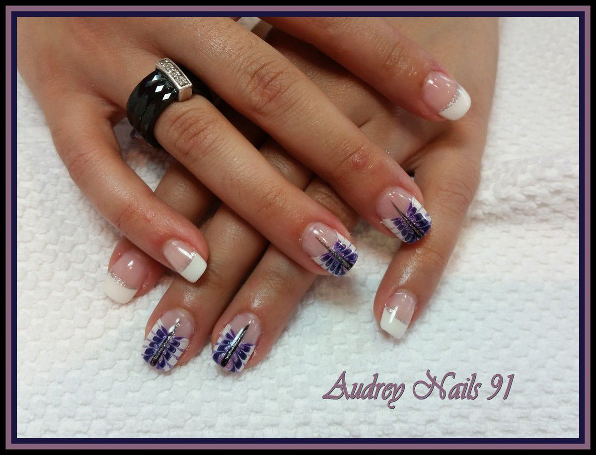 French blanche + nail art libellule