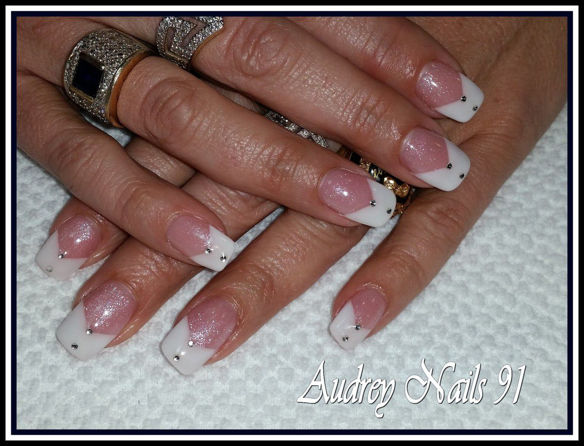 French en V blanche  + gel pailleté + double strass