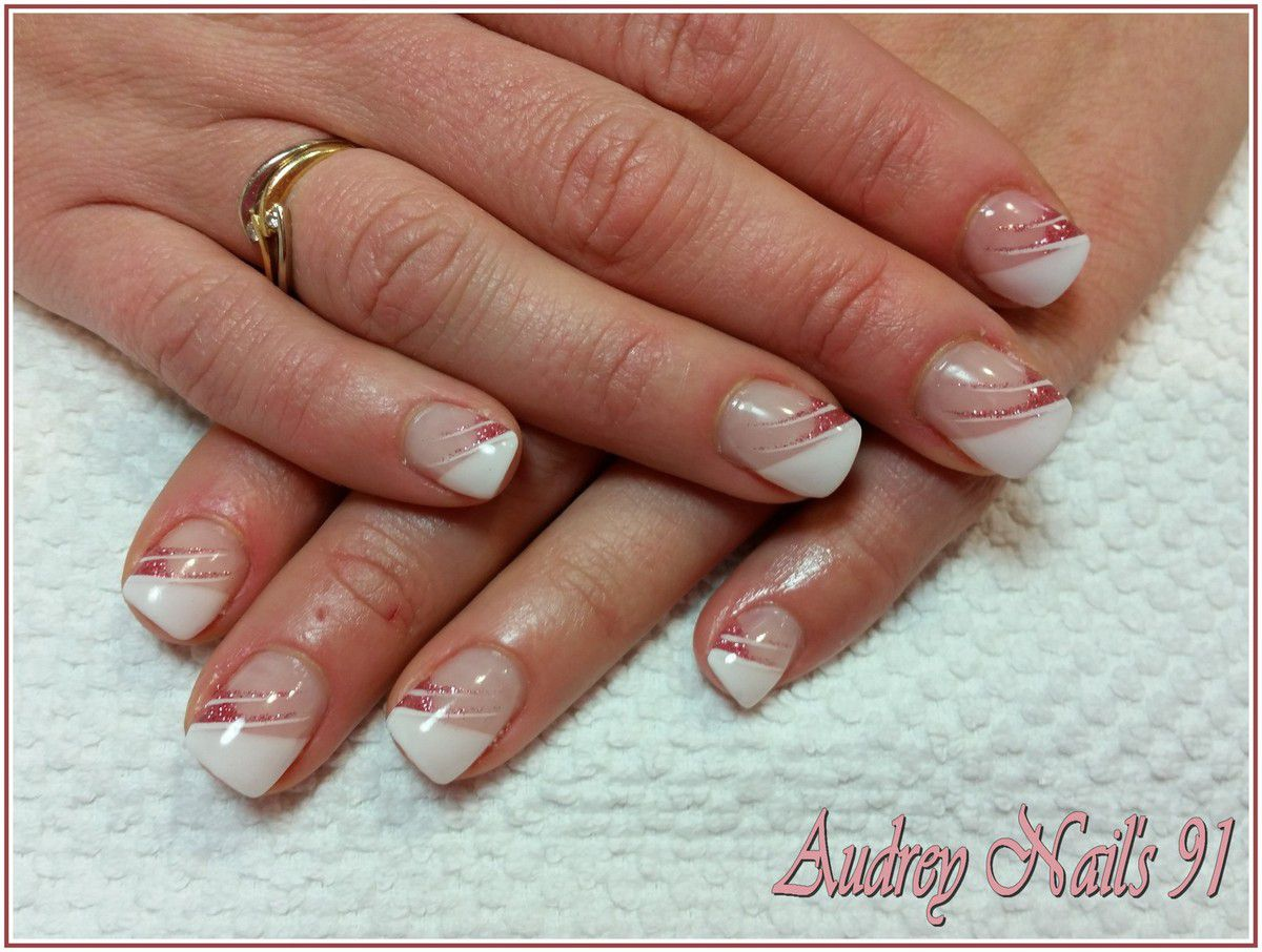 French en V blanche rose paillettes + liner blanc et rose paillettes