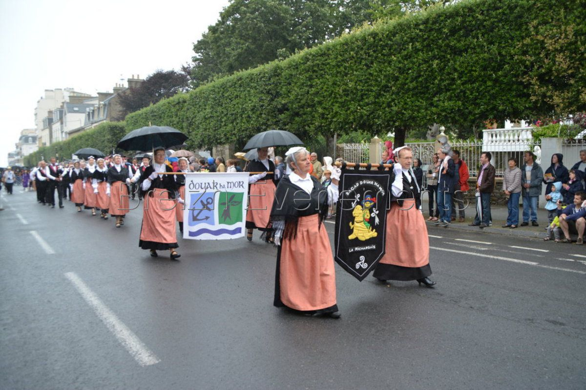 LA GRANDE PARADE FOLKLORES DU MONDE
