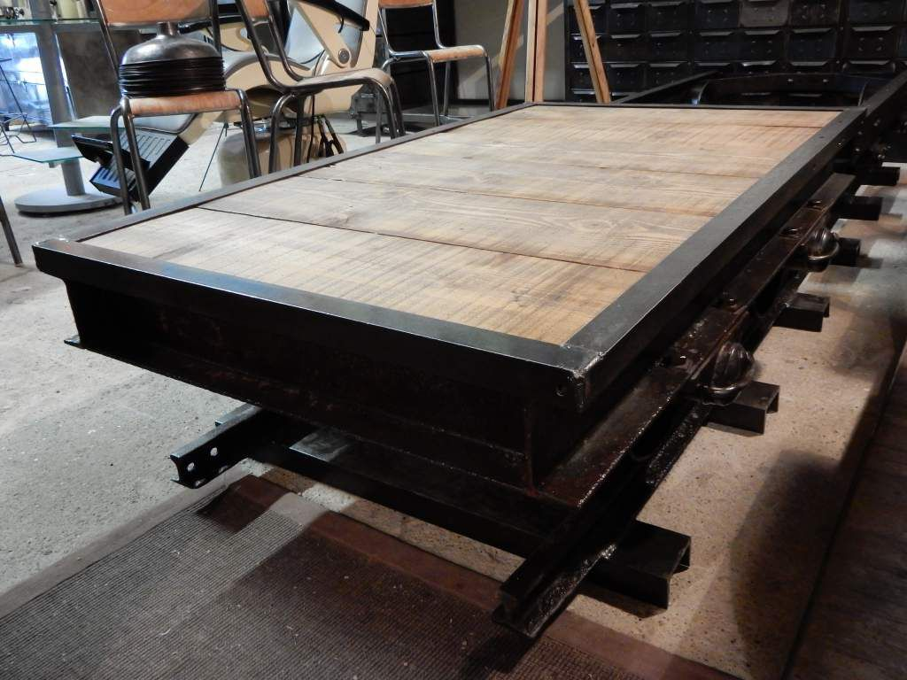 TABLE BASSE INDUSTRIELLE  WAGON ANCIEN  FER & BOISGEONANCY  Design