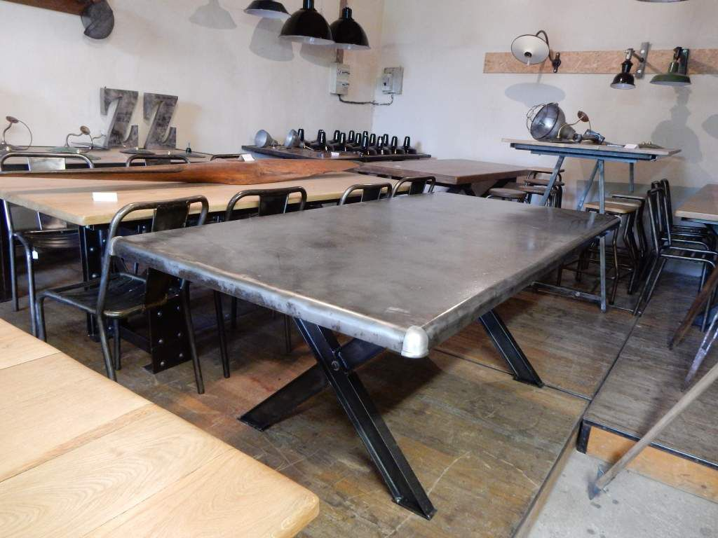 Table industrielle m tal pieds en croix geonancy for Table design industriel