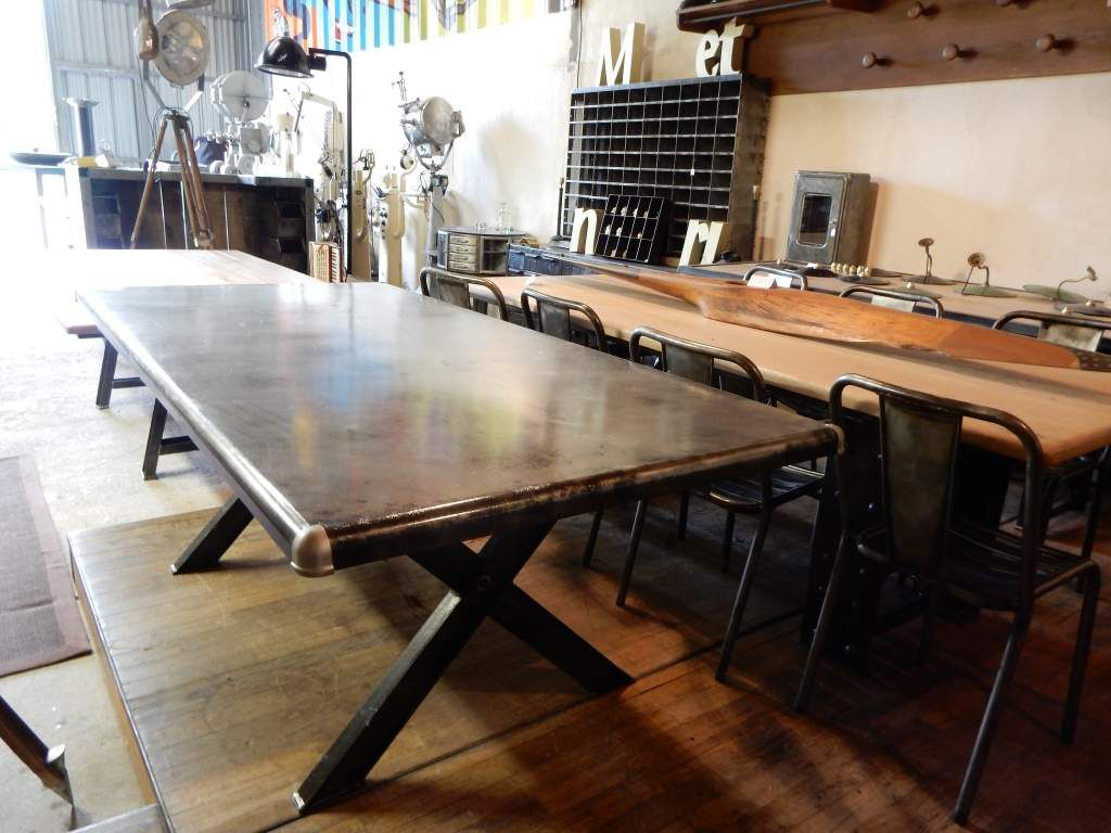 Table industrielle m tal pieds en croix geonancy for Pietement de table design