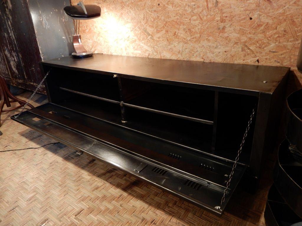 Buffet Meuble T L Tout En M Tal Design Industriel  # Meuble Tv Acier Brosse