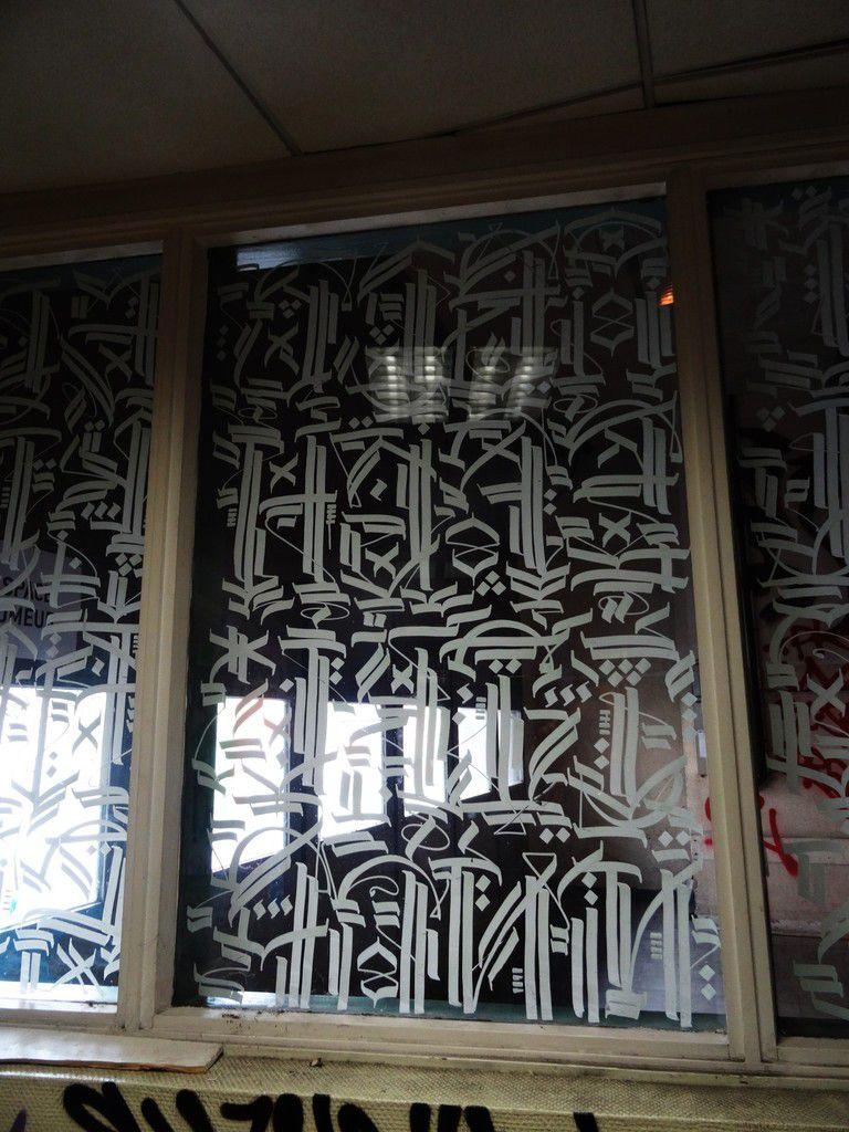 Face au mur: le graff envahit l'ancienne caserne militaire de Reuilly
