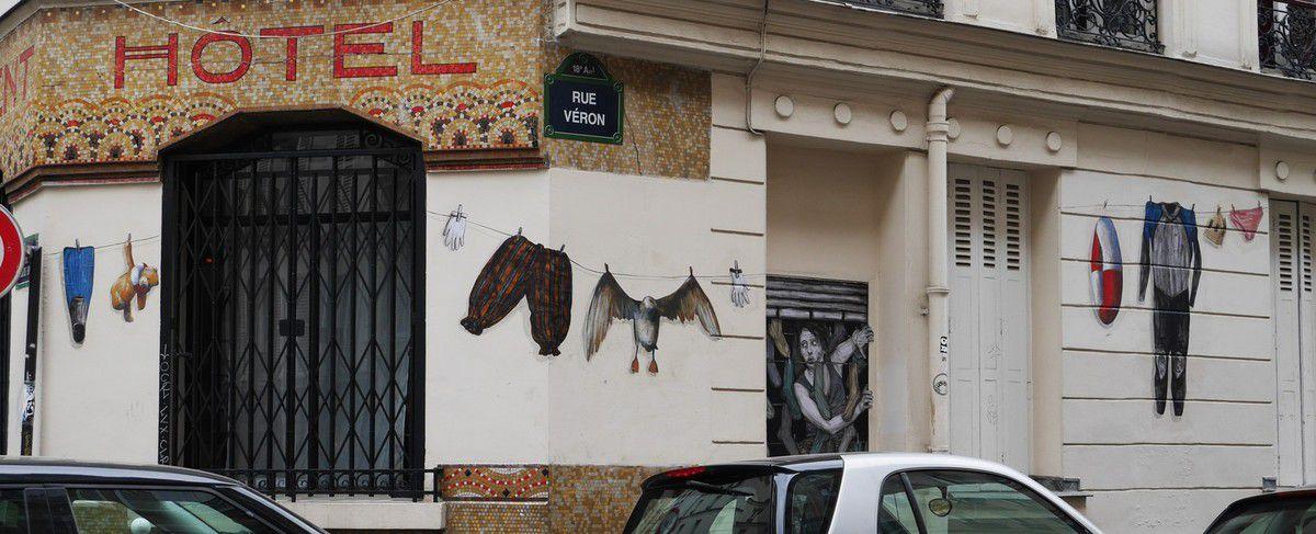 Levalet et Philippe Hérard envahissent la rue Véron dans le 18ème