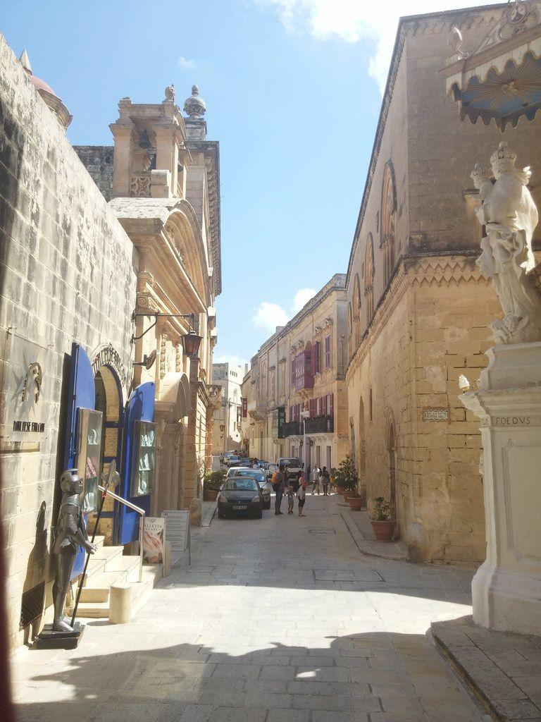 - Yellow shirt à Mdina, Mosta et la Grotte bleue (Malte)