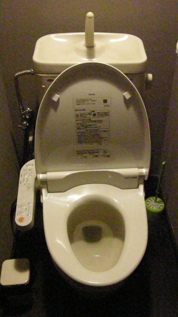 Histoires de toto marque de sanitaires japonais callipalabra - Remplacer un bidet par un wc ...
