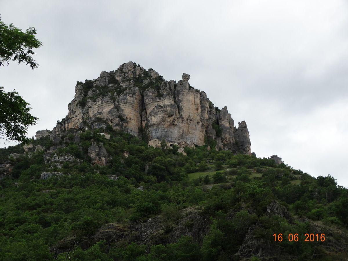 Mes voyages en camping car ,les gorges du Tarn et le chateau de Peyrelade ....