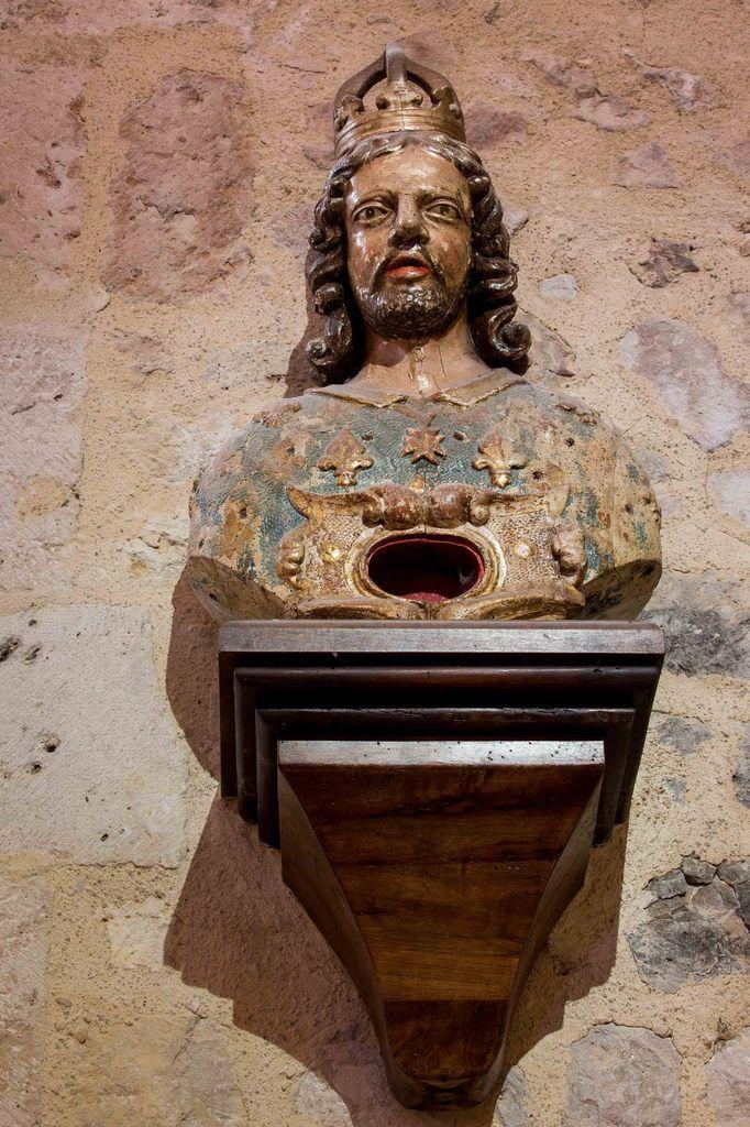 Statues et chapiteaux  église Ste Colombe en Bruilhois