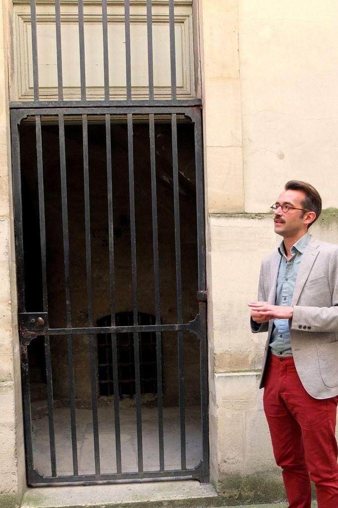 L'escalier qui mène aux caves de Louis XV. Le souverain y conservait le vin qu'il réservait à ses soupers privés. © Versailles in my pocket