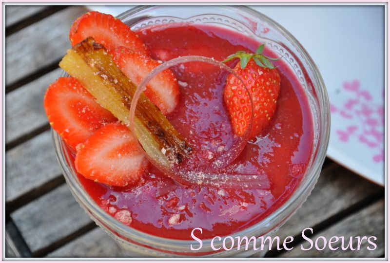 Verrine de mousse de Rhubarbe aux fruits rouges