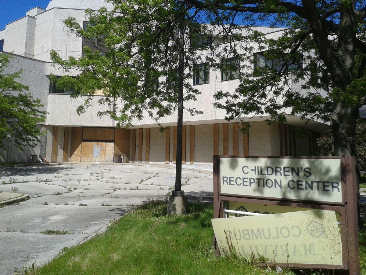 Nord Avenue Broadway. Sous le pont Wilson les laissés pour compte du rêve américain. Avenue Wilson, école fermée pour cause de faillite. Toutes les autres photos ont été prises sur une longueur de 1 km de chaque côté de l'avenue Broadway.