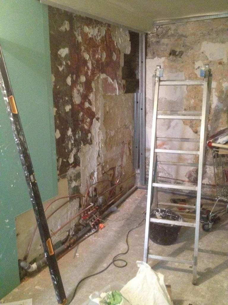 Division d 39 une salle de bain les travaux d 39 eric - Collage carrelage mural ...
